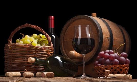 Wine_Grapes_Barrel_439667